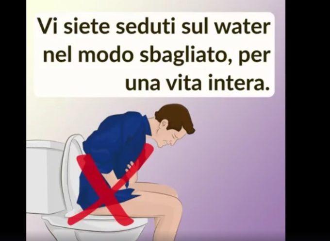 Una postura corretta sul water risolverebbe molti problemi. Lo sapevate?