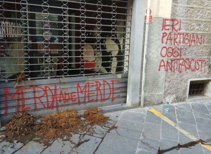 Scritte antifasciste e rovesciamento di letame. Vandalizzata nella notte l'Artiglio, la sede di CasaPound.