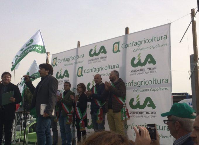 """""""Il grano è morto"""" grande partecipazione stamani per la manifestazione di protesta degli agricoltori"""