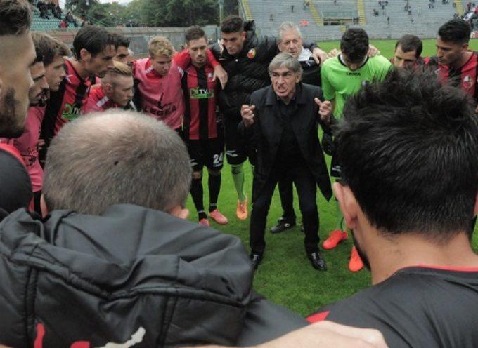Lucchese 3 Prato 0 La doppietta di Forte e l'eurogol di Bruccini decidono il derby