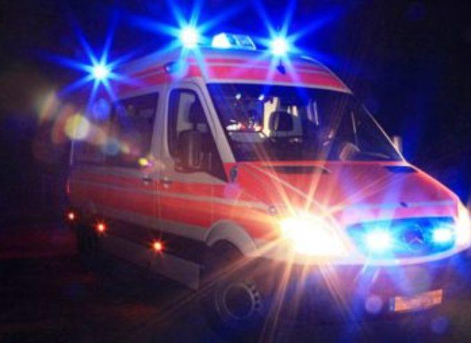 Grave ciclista investito nella notte sull'Aurelia