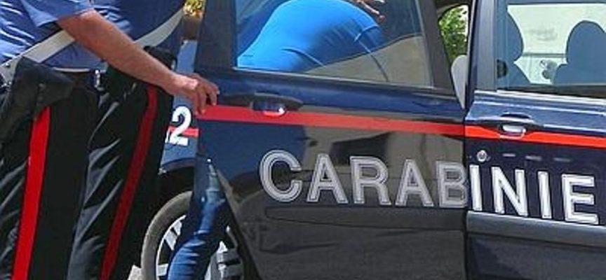 Uno straniero di origini marocchine aggredisce carabinieri prima  di essere arrestato.