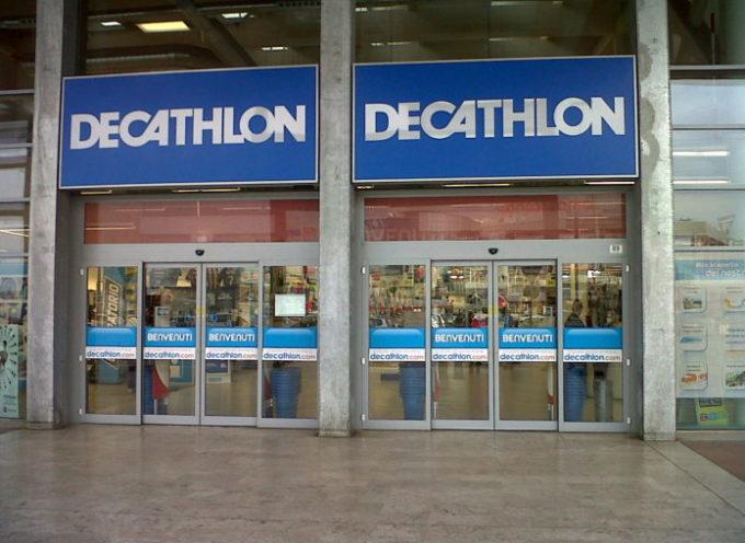 poster Decathlon scatena polemiche