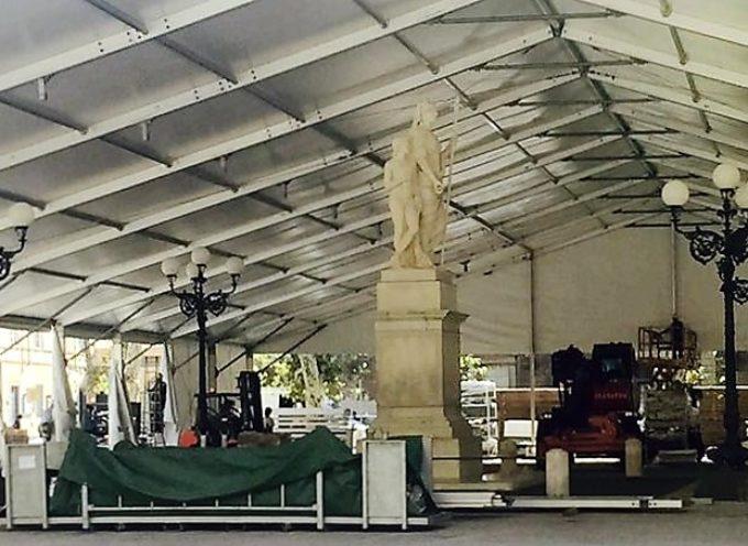 lucca – Il padiglione di piazza Napoleone pone al centro la statua di Maria Luisa