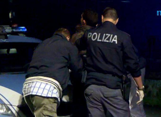 Auto inseguita dalla polizia finisce nel torrente, un morto