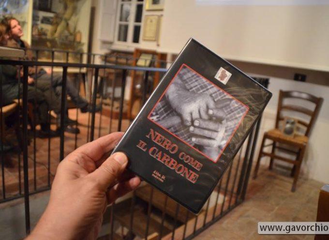"""Colognora di Pescaglia: Museo del Castagno, presentato il dvd """"nero come il carbone"""" di Roberto Giovannini"""