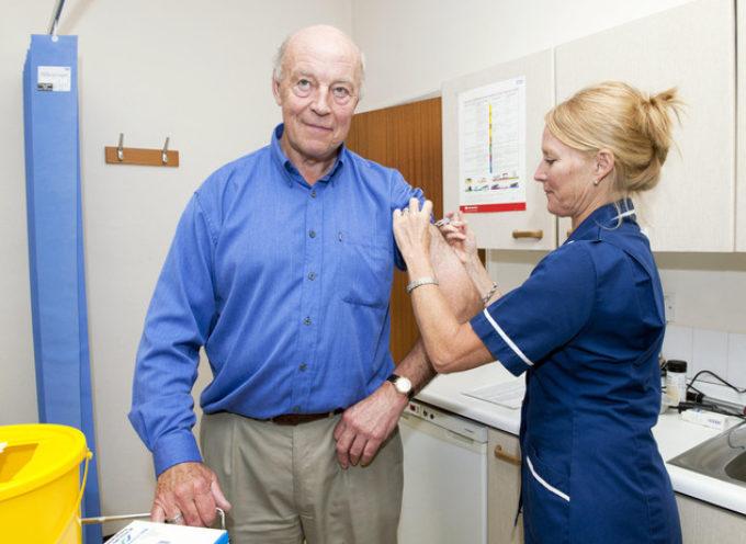 Vaccini per adulti, ecco come tutelarsi da herpes e polmonite
