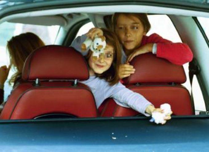 Bimbi in auto, cambiano le regole da gennaio 2017
