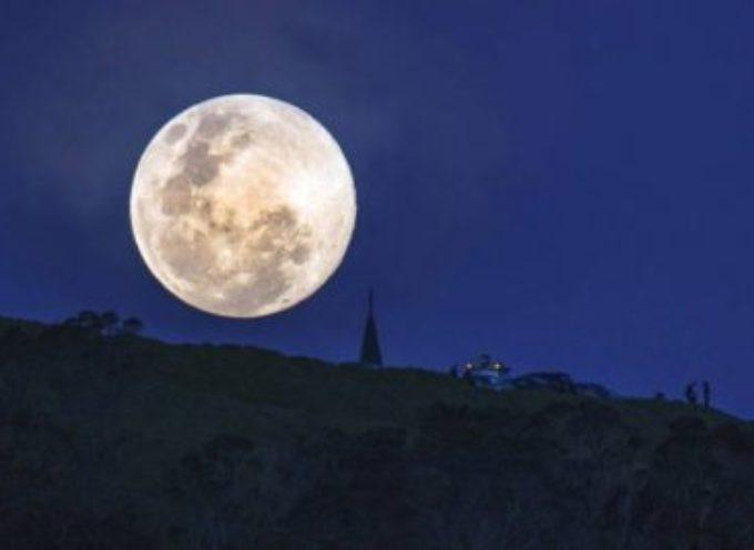 Guarda che luna, anzi che…superluna vista da Cascio