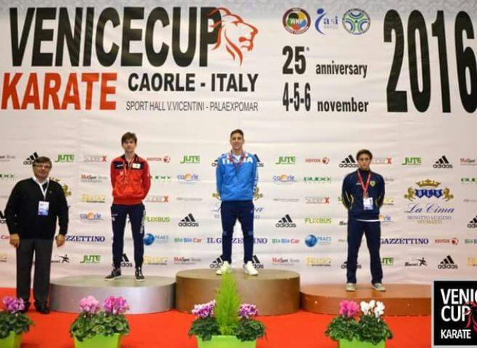 Boris Malic della Dojo Karate Lucca argento alla Venice Cup Karate 2016. Soddisfatte le coach Bux e Parente.