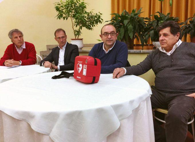 """SERAVEZZA – I PENSIONATI DONANO UN DEFIBRILLATORE ALL'ISTITUTO """"G. MARCONI"""""""