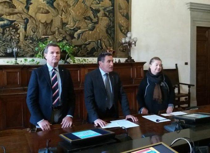 LUCCA – Campagna promozionale Cassa di Risparmio di Lucca Pisa Livorno, Confcommercio e Ccn per sostenere gli esercizi del centro storico lucchese