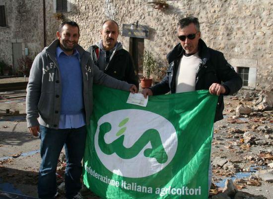 UNA DONAZIONE DI MILLE EURO A UN ALLEVATORE TERREMOTATO DEL CENTRO ITALIA DA UNA COOPERATIVA DI PASTORI LUCCHESI