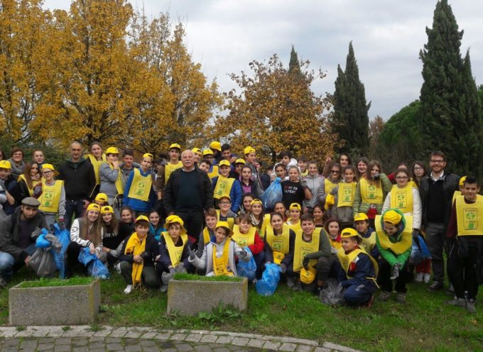 ALTOPASCIO – GLI STUDENTI PULISCONO I PARCHI COMUNALI  PER LA GIORNATA EUROPEA DELLA RIDUZIONE DEI RIFIUTI