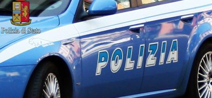 la volante del Commissariato di Viareggio ha arrestato per furto aggravato due cittadini marocchini di 29 e 36 anni.