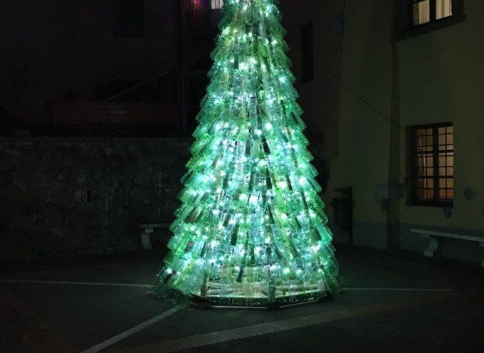 """Buon Natale con l'albero """"riciclone"""""""