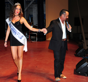 presentatore-maurizio-bartolini-con-la-miss-uscente-laura-del-carria