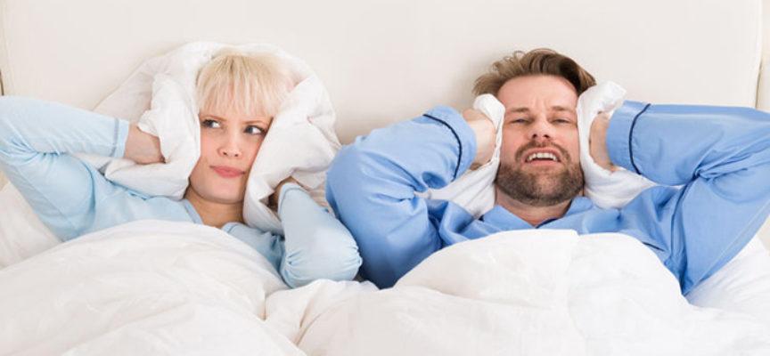 Condomino rumoroso: se la musica disturba i vicini di casa è reato. Il genitore risponde per violazione dell'obbligo di vigilanza se lo stereo in casa è tenuto a un volume troppo