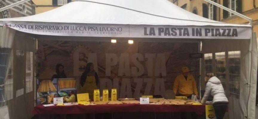 lucca – Pasta in piazza con la Cassa di Risparmio di Lucca Pisa Livorno