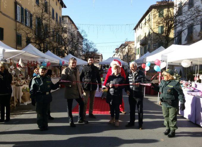 """lucca – Inaugurato questa mattina in Corso Garibaldi il """"VIllaggio di Babbo Natale""""."""