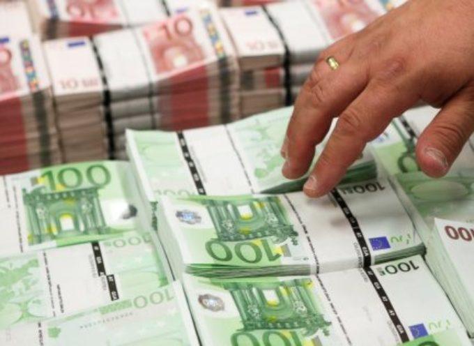 Stipendi italiani da 14,1 euro all'ora. Ai dirigenti tre volte e mezzo la paga degli impiegati d'ufficio