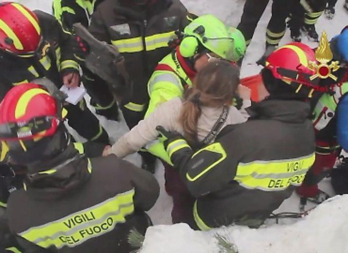 Rigopiano, i vigili del fuoco: siamo pochi e lavoriamo in condizioni disperate