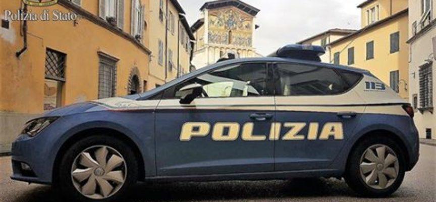 MINACCIA CON UN COLTELLO I CLIENTI DI UN BAR: ARRESTATO DALLA POLIZIA DI  LUCCA