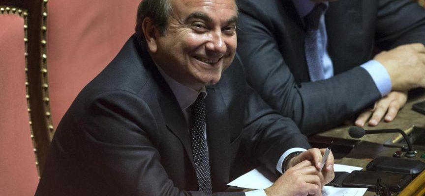 SOLO IN ITALIA! ONOREVOLE PAGA IL SUO PORTABORSE IN NERO