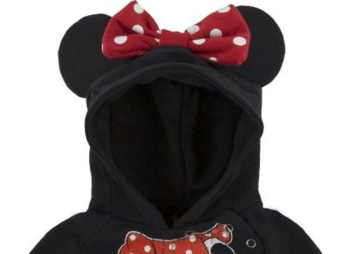 """""""Rischio soffocamento"""", Walt Disney Parks and Resorts richiama felpe per bimbi di Minnie e Topolino. La divisione della Walt Disney invita a non utilizzarle"""