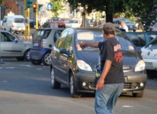 Polizia di Stato e Polizia Municipale contrastano il fenomeno dei parcheggiatori e dei venditori abusivi a Forte dei Marmi