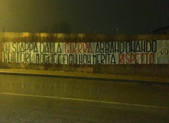 """Piana di Lucca , striscione shock di CasaPound ad Altopascio : """"Chi scappa dalla guerra non merita rispetto"""""""