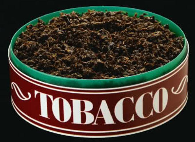Pezzi di metallo nel tabacco da mastico della Altria Group.