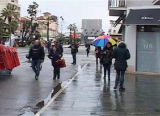 La pioggia ferma il Carnevale; rinviato al 12 febbraio il primo corso mascherato