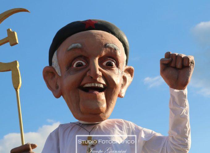 Primo corso del Carnevale da sold out, l'incasso è stato di 270mila euro: sabato sfilata in notturna