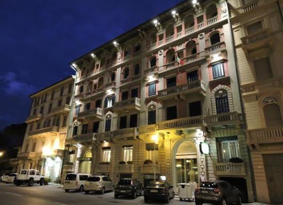VEGLIONE GIALLO E ORO ALL'HOTEL ESPLANADE DI VIAREGGIO