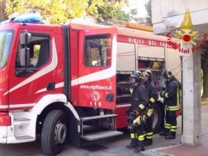 pisa_vigili_del_fuoco_incendio_appartamento_2015_11_03_2