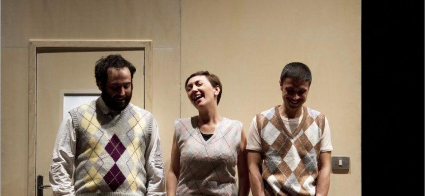 Tutti a teatro per il terzo appuntamento della stagione dei Rassicurati: ecco gli Omini e la loro Famiglia Campione