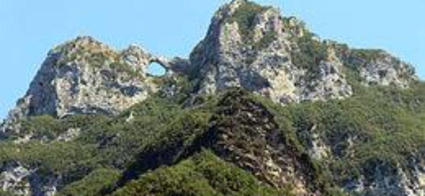 Escursione al monte forato nella catena delle Apuane