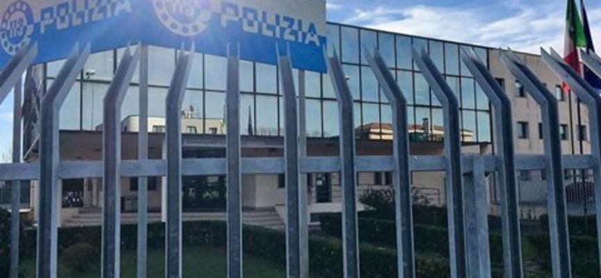 RUBA DUE T-SHIRT E AGGREDISCE UN ADDETTO ALLA SICUREZZA: ARRESTATO DALLA POLIZIA DI VIAREGGIO