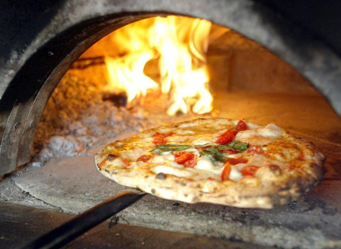 LA NOTTE DOPO AVER MANGIATO LA PIZZA HAI SEMPRE GONFIORI ADDOMINALI E MOLTA  SETE… ATTENZIONE!