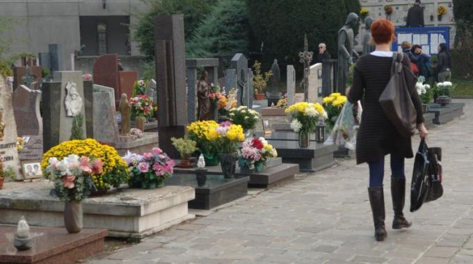 Continuano gli interventi ai cimiteri del comune di Pescia - Verde Azzurro - Notizie - Verde Azzurro Notizie