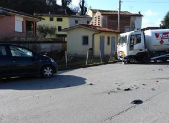 Auto si schianta contro cisterna del gas sulla via di Sottomonte