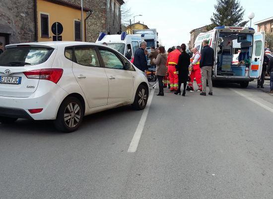 capannori  -incidente stradale al semaforo per rughi