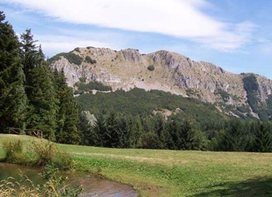 Trekking dal fiume Serchio alla vetta della Pania di Corfino -