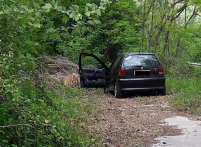 Ruba un'auto, ma rimane in zona: ladro arrestato dai carabinieri