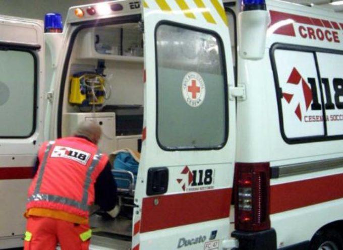 Brutta caduta per un ciclista sulla via  per Camaiore  in località  Montemagno