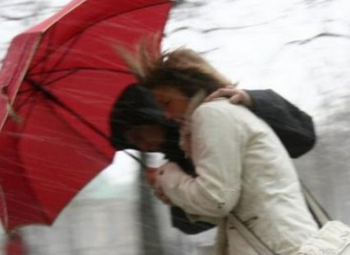 per la zona di lucca  Fino alle ore 13.00 di domani 19 aprile criticità meteo legata al vento