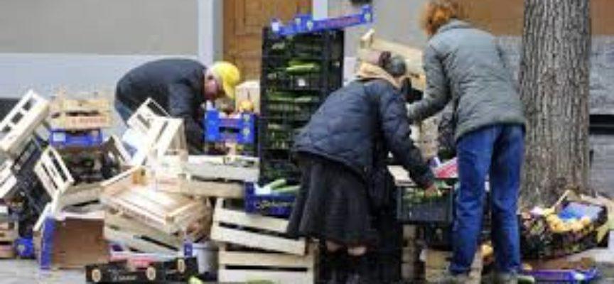 Italia, famiglie sempre più in miseria: 4,5 milioni in povertà assoluta. In fondo alla scala Sicilia, Puglia e Campania