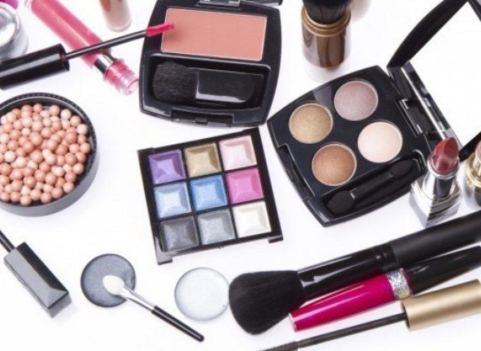 """Cosmetici cancerogeni, studio svizzero: """"Attenti al mascara"""""""