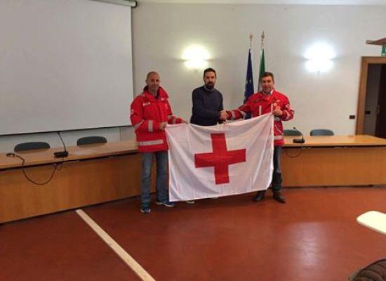 Consegna della bandiera della Croce Rossa Italiana al Presidente ANDREA BONFANTI